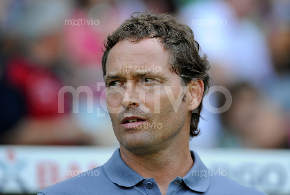 FUSSBALL   1. BUNDESLIGA   SAISON 2011/2012    3. SPIELTAG SV Werder Bremen - SC Freiburg                             20.08.2011 Trainer Marcus SORG (SC Freiburg)