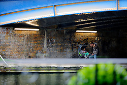 UK ENGLAND LONDON 29MAY08 - A father shelters his children from the rain underneath a canal bridge by the Grand Union Canal, Westbourne Park, west London...jre/Photo by Jiri Rezac ..© Jiri Rezac 2008..Contact: +44 (0) 7050 110 417.Mobile:  +44 (0) 7801 337 683.Office:  +44 (0) 20 8968 9635..Email:   jiri@jirirezac.com.Web:    www.jirirezac.com..© All images Jiri Rezac 2008 - All rights reserved.