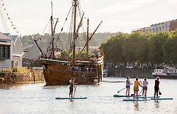 © Licensed to London News Pictures.  26/06/2018; Bristol, UK. Paddleboarders and the public enjoy a warm evening in Bristol city docks. Photo credit: Simon Chapman/LNP
