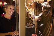 Nederland, Utrecht, 16-10-2014<br /> In Utrecht bekijkt burgemeester Jan van Zanen (midden) samen met conservator Micha Leeflang (links) het Petrusbeeld in de nieuwe zaal in het Museum Catharijneconvent. Het is  een voor Nederland uniek beeld van apostel Petrus. Het beeld, een houten sculptuur uit het atelier van de in Haarlem geboren beeldhouwer Claux de Werve (1380 - 1439), is de nieuwste en duurste aanwinst van Museum Catharijneconvent. Het museum heeft 400.000 euro neergeteld. De sculptuur komt waarschijnlijk uit een cisterciënzerabdij in Theuley in het oosten van Frankrijk en is door het museum gekocht tijdens de Tefaf beurs. Het is het eerste werk van De Werve dat in Nederlands bezit is. et werk staat in de  Catharinezaal, een nieuwe expositieruimte waar de topstukken van het museum te zien zijn. Daaronder ook de monstrans die  een paar jaar geleden was gestolen en later is terugvonden.<br /> <br /> Utrecht Mayor Jan van Zanen reveals a unique statue of Apostle Peter. The image, a wooden sculpture from the studio of Claux de Werve (1380 - 1439), is the newest and most expensive acquisition of museum Catharijneconvent. The sculpture is probably from a Cistercian abbey in Theuley in eastern France and was purchased by the museum during the TEFAF fair. It is the first work of De Werve which is in Dutch hands. The unveiling will take place during the opening of Catharine Hall, a new exhibition space which houses the masterpieces of the museum. This includes the monstrance that a few years ago was stolen and found again later.<br /> Foto: Bas de Meijer / Hollandse Hoogte