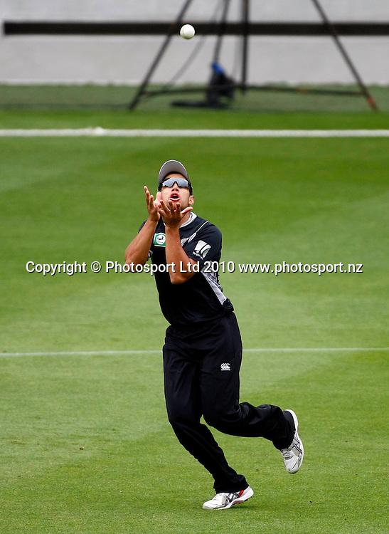Ross taylor takes a catch. International One Day Cricket, New Zealand Blackcaps v Bangladesh, AMI Stadium, Christchurch, New Zealand. Thursday 11 February 2010. Photo: Simon Watts/PHOTOSPORT