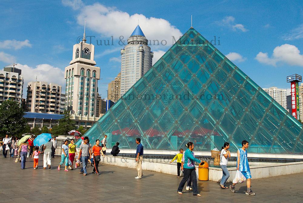 Chine. Province du Guizhou. Guiyang. Renmin square. // China. Guizhou province. Guiyang (capital city of the province). Renmin square.