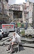Palermo,  nel cuore della Vucciria, l'artista Uwe Jantsch che ha ricoperto le rovine con la sua arte,  e la sua compagna la nobildonna Costanza Lanza di Scalea.<br /> Palermo,Vucciria neighbourhood , the artist Uwe Jantsch and his partner the lady Constance Lanza di Scalea.
