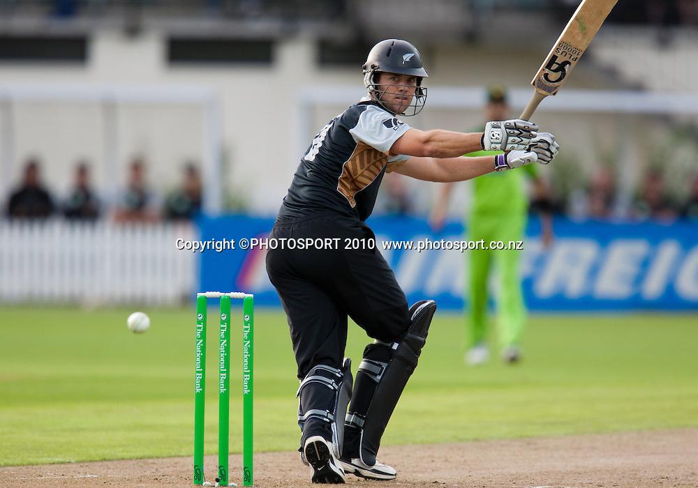 James Franklin bats during the New Zealand Black Caps v Pakistan, Match 2. Twenty 20 Cricket match at Seddon Park, Hamilton, New Zealand. Tuesday 28 December 2010. . Photo: Stephen Barker/PHOTOSPORT