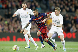 02.04.2016, Camp Nou, Barcelona, ESP, Primera Division, FC Barcelona vs Real Madrid, 31. Runde, im Bild FC Barcelona's Dani Alves (c) and Real Madrid's Karim Benzema (l) and Toni Kroos // during the Spanish Primera Division 31th round match between Athletic Club and Real Madrid at the Camp Nou in Barcelona, Spain on 2016/04/02. EXPA Pictures © 2016, PhotoCredit: EXPA/ Alterphotos/ Acero<br /> <br /> *****ATTENTION - OUT of ESP, SUI*****