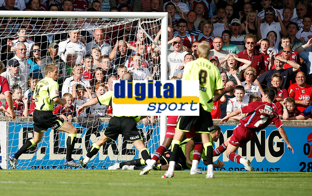 Photo: Steve Bond.<br /> Scunthorpe United v Sheffield United. Coca Cola Championship. 01/09/2007. Matt Sparrow (7, right) slides in to score the dramatic late winner