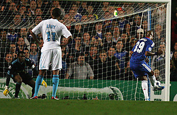 28.09.2010, Stamford Bridge, London, ENG, UEFA Champions League, Chelsea vs Olympique Marseille, im Bild Chelsea's Nicolas Anelka places his penalty kick in the corner R  to give Chelsea a 2-0 lead , celebration follow  during the Match Chelsea v Marseille, Group F, of  the UCL ( Uefa Champions League Group stages)  at Stamford Bridge in London. EXPA Pictures © 2010, PhotoCredit: EXPA/ IPS/ Marcello Pozzetti +++++ ATTENTION - OUT OF ENGLAND/UK +++++ / SPORTIDA PHOTO AGENCY