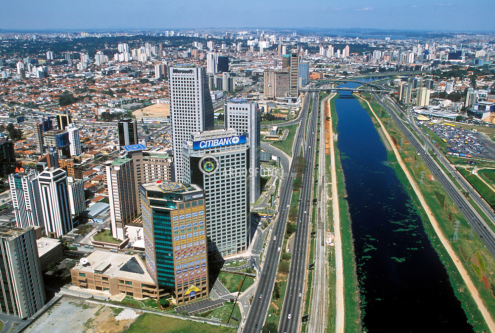 Sao Paulo, Sao Paulo, Brasil. 02/09/2001..Vista aerea da Marginal Pinheiros e av. Luis Carlos Berrini./ Aerial View of Marginal Pinheiros and Carlos Berrini Avenue..Foto ©Marcos Issa/Argosfoto