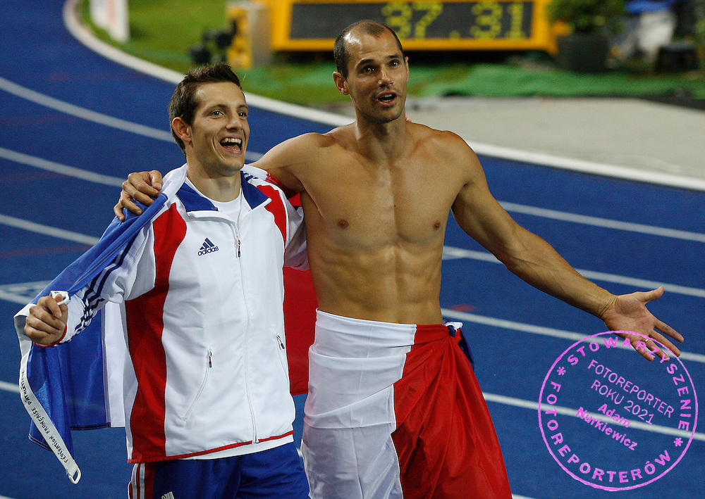 BERLIN 22/08/2009.12th IAAF World Championships in Athletics Berlin 2009.Renaud Lavillenie of France (L) and compatriot Romain Mesnil celebrate after the men's pole vault final during the world athletics championships at the Olympic stadium.Phot: Piotr Hawalej / WROFOTO