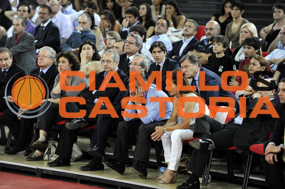 DESCRIZIONE : Roma Lega A 2008-09 Playoff Quarti di finale Gara 5 Lottomatica Virtus Roma Angelico Biella<br /> GIOCATORE : Valter Veltroni Claudio Toti<br /> SQUADRA : <br /> EVENTO : Campionato Lega A 2008-2009 <br /> GARA : Lottomatica Virtus Roma Angelico Biella<br /> DATA : 26/05/2009<br /> CATEGORIA : Ritratto<br /> SPORT : Pallacanestro <br /> AUTORE : Agenzia Ciamillo-Castoria/G.Ciamillo