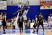 DESCRIZIONE : Capo dOrlando Lega A 2014-15 Orlandina Basket Dolomiti Energia Trento<br /> GIOCATORE : DARIO HUNT TROY MICHELL<br /> CATEGORIA : PENETRAZIONE TIRO<br /> SQUADRA : Orlandina Basket Dolomiti Energia Trento<br /> EVENTO : Campionato Lega A 2014-2015 <br /> GARA : Orlandina Basket Dolomiti Energia Trento<br /> DATA : 03/05/2015<br /> SPORT : Pallacanestro <br /> AUTORE : Agenzia Ciamillo-Castoria/G.Pappalardo<br /> Galleria : Lega Basket A 2014-2015<br /> Fotonotizia : Capo dOrlando Lega A 2014-15 Orlandina Basket Dolomiti Energia Trento