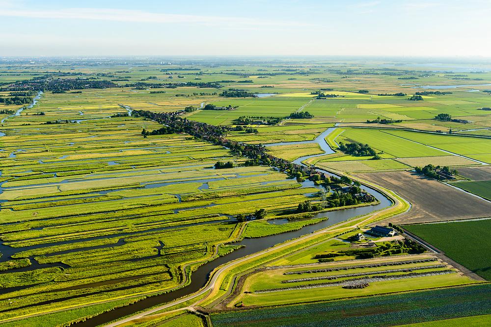 Nederland, Noord-Holland, Gemeente Schermer, 13-06-2017; Grootschermer met de Eilandspolder, rechts De Schermer. De Eilandspolder is een vaarland of vaarpolder (landerijen niet bereikbaar via de weg). Kenmerkend voor polder is de onregelmatige verkaveling. Natura 2000 laagveen natuurgebied.<br /> The polder Eilandspolder in the foreground has an irregular land division.<br /> luchtfoto (toeslag op standard tarieven);<br /> aerial photo (additional fee required);<br /> copyright foto/photo Siebe Swart