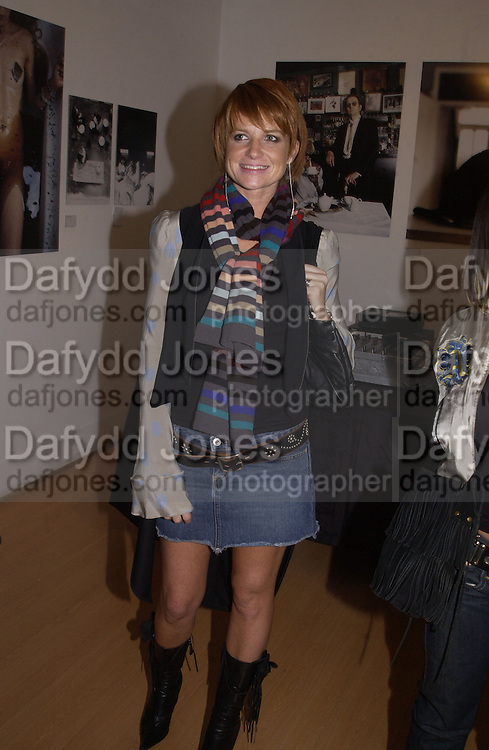 Patsy Palmer. My cup of tea, Proud Gallery. 23 October 2002. © Copyright Photograph by Dafydd Jones 66 Stockwell Park Rd. London SW9 0DA Tel 020 7733 0108 www.dafjones.com