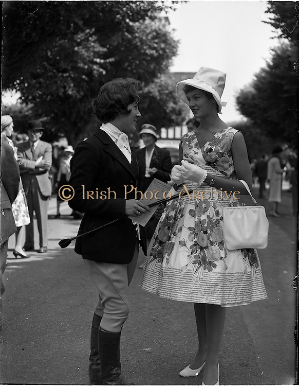 02/08/1960<br /> 08/02/1960<br /> 02 August 1960<br /> R.D.S Horse Show Dublin (Tuesday). Pictured at the Horse Show, Dublin (l-r) were Miss Rosemary Broad, Warrenpoint, Co. Down and Miss Sandra Caruth, Mewry, Co. Down.