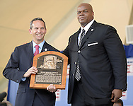COOPERSTOWN, NY - JULY 27:  2014 Baseball Hall of Famer inductee Frank Thomas poses for a photo with Hall of Fame President Jeff Idleson during the 2014 HOF induction ceremonies held at the Clark Sports Center in Cooperstown, New York on July 27 2014.