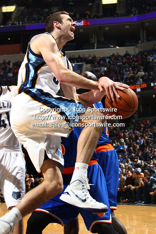 Jan. 5, 2015 - Memphis, TN, USA - Memphis Grizzlies' Jon Leuer is fouled by New York Knicks' Travis Wear on Monday, Jan. 5, 2015, at FedExForum in Memphis, Tenn