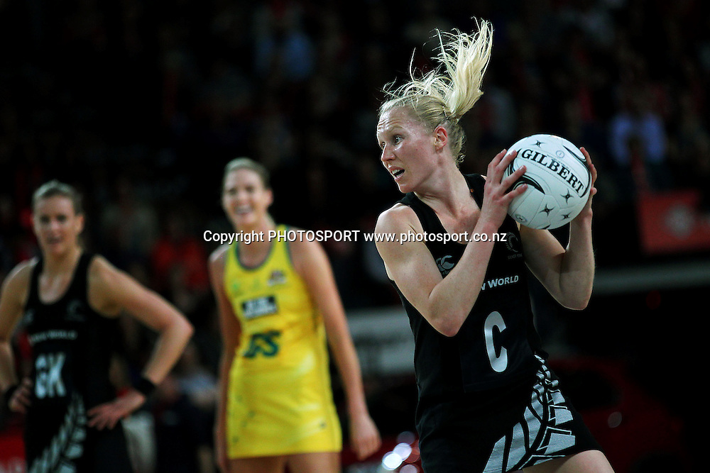 Laura Langman of New Zealand in action. International Netball Series, Constellation Cup Test Match, New Zealand Silver Ferns v Australian Diamonds at Vector Arena, Auckland, New Zealand. Thursday 19th September 2013. Photo: Anthony Au-Yeung / photosport.co.nz