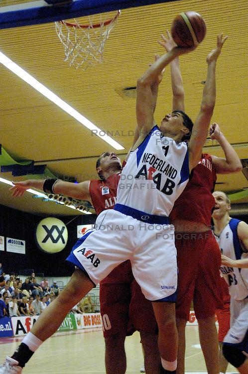 16-09-2006 BASKETBAL: NEDERLAND - ALBANIE: NIJMEGEN<br /> De basketballers hebben ook hun vierde wedstrijd in de kwalificatiereeks voor het Europees kampioenschap in winst omgezet. In Nijmegen werd een ruime overwinning geboekt op Albanie: 94-55 / Stefan Wessels<br /> &copy;2006-WWW.FOTOHOOGENDOORN.NL