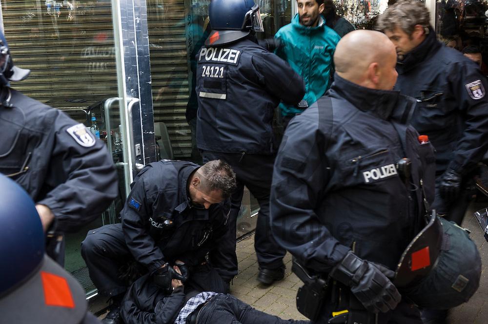 Polizisten nehmen w&auml;hrend eines unangemeldeten Stra&szlig;enfestes in Solidarit&auml;t mit Nordkurdistan und bedrohten Berliner Projekten am 16.05.2016 in Berlin, Deutschland einen Teilnehmer fest. Ca 80 Menschen zeigten bei dem Fest Solidarit&auml;t mit den Menschen in Nordkurdistan und bedrohte sozialen Projekten in Berlin. Die Polizei nahm mindestens sechs Demonstranten in Gewahrsam. Foto: Markus Heine / heineimaging<br /> <br /> ------------------------------<br /> <br /> Ver&ouml;ffentlichung nur mit Fotografennennung, sowie gegen Honorar und Belegexemplar.<br /> <br /> Bankverbindung:<br /> IBAN: DE65660908000004437497<br /> BIC CODE: GENODE61BBB<br /> Badische Beamten Bank Karlsruhe<br /> <br /> USt-IdNr: DE291853306<br /> <br /> Please note:<br /> All rights reserved! Don't publish without copyright!<br /> <br /> Stand: 05.2016<br /> <br /> ------------------------------w&auml;hrend eines unangemeldeten Stra&szlig;enfestes in Solidarit&auml;t mit Nordkurdistan und bedrohten Berliner Projekten am 16.05.2016 in Berlin, Deutschland. Ca 80 Menschen zeigten bei dem Fest Solidarit&auml;t mit den Menschen in Nordkurdistan und bedrohte sozialen Projekten in Berlin. Die Polizei nahm mindestens sechs Demonstranten in Gewahrsam. Foto: Markus Heine / heineimaging<br /> <br /> ------------------------------<br /> <br /> Ver&ouml;ffentlichung nur mit Fotografennennung, sowie gegen Honorar und Belegexemplar.<br /> <br /> Bankverbindung:<br /> IBAN: DE65660908000004437497<br /> BIC CODE: GENODE61BBB<br /> Badische Beamten Bank Karlsruhe<br /> <br /> USt-IdNr: DE291853306<br /> <br /> Please note:<br /> All rights reserved! Don't publish without copyright!<br /> <br /> Stand: 05.2016<br /> <br /> ------------------------------