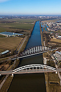 Nederland, Utrecht, Houten, 07-03-2010; Schalkwijksebrug (Schalkwijkse Brug), spoorbrug en nabijgelegen verkeersbrug over Amsterdam-Rijnkanaal..luchtfoto (toeslag), aerial photo (additional fee required).foto/photo Siebe Swart