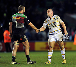 Chris Robshaw of Harlequins shakes hands with Carlo Festuccia of Wasps after the final whistle - Photo mandatory by-line: Patrick Khachfe/JMP - Mobile: 07966 386802 17/01/2015 - SPORT - RUGBY UNION - London - The Twickenham Stoop - Harlequins v Wasps - European Rugby Champions Cup