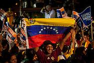 Simpatizantes del candidato presidencial Henrique Capriles Radonski celebran su triunfo luego de las elecciones primarias realizadas en Caracas, Venezuela, 12 Feb. 2012. (Foto/ivan gonzalez)