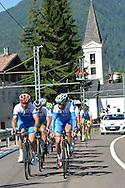 Il Ct della Nazionale Italiana di ciclismo per professionisti Davide Cassani e a destra Vincenzo Nibali, in ritiro a Malè, Val di Sole,giugno 2014 © foto Daniele Mosna