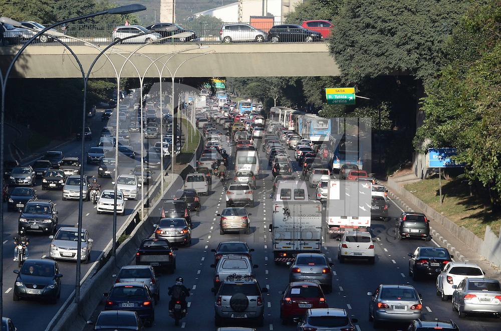 SAO PAULO, SP, 15 de MAIO 2013 -Transito na Av 23 de maio pista da direita sentido Ibirapuera pista esquerda sentido centro.Vista do bairro Paraiso.(FOTO: ADRIANO LIMA / BRAZIL PHOTO PRESS).