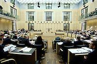 23 SEP 2005, BERLIN/GERMANY:<br /> Uebersicht Plenarsaal waehrend einer Sitzung des Bundesrates, Plenum, Bundesrat<br /> IMAGE: 20050923-01-017<br /> KEYWORDS: Übersicht, Saal