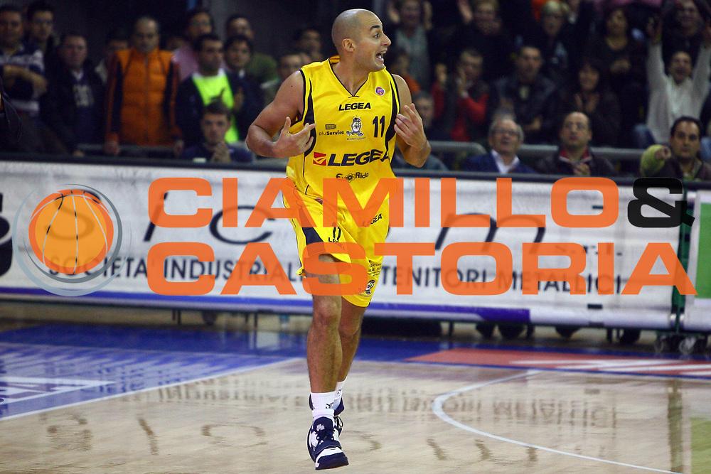 DESCRIZIONE : Scafati Lega A1 2006-07 Legea Scafati Lottomatica Virtus Roma<br /> GIOCATORE : Rombaldoni<br /> SQUADRA : Legea Scafati<br /> EVENTO : Campionato Lega A1 2006-2007 <br /> GARA : Legea Scafati Lottomatica Virtus Roma<br /> DATA : 03/12/2006 <br /> CATEGORIA :<br /> SPORT : Pallacanestro <br /> AUTORE : Agenzia Ciamillo-Castoria/E.Castoria