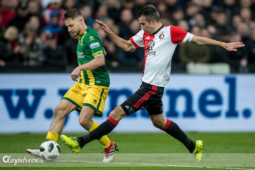 ROTTERDAM - Feyenoord - ADO Den Haag , Voetbal , Seizoen 2017/2018 , Eredivisie , Stadion Feijenoord de Kuip , 28-01-2018 , Feyenoord speler Robin van Persie (r) in duel met ADO Den Haag speler Aaron Meijers (l)