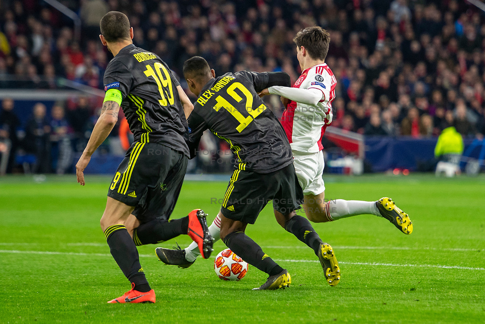 10-04-2019 NED: Champions League AFC Ajax - Juventus,  Amsterdam<br /> Round of 8, 1st leg / Ajax plays the first match 1-1 against Juventus during the UEFA Champions League first leg quarter-final football match / Jurgen Ekkelenkamp #40 of Ajax, Alex Sandro #12 of Juventus