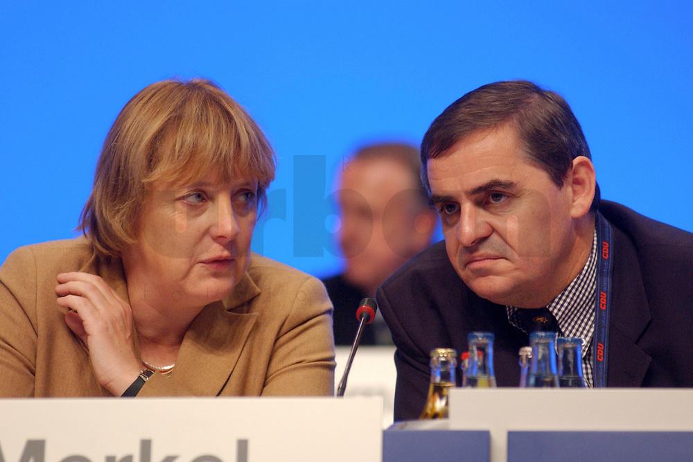 11 NOV 2002, HANNOVER/GERMANY:<br /> Angela Merkel (L), CDU Bundesvorsitzende, und Peter Mueller (R), CDU, Ministerpraesident Saarland, im Gespraech, CDU Bundesparteitag, Hannover Messe<br /> IMAGE: 20021111-01-137<br /> KEYWORDS: Parteitag, party congress, Peter M&uuml;ller, Gespr&auml;ch, Ministerpr&auml;sident