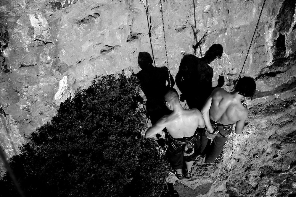 Buno Gaspar under mental preparation for a really hard route in Vale dos Poios, Serra de Sico?, Portugal.