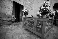 Tutto è pronto fuori dalla Chiesa dell'Arcangelo Michele situata a Mesagne in provincia di Brindisi, per la celebrazione della festa della Madonna del Carmine. La storia racconta che la Vergine abbia salvato la popolazione di Mesagne dal terribile terremoto che colpì il paese nel 1743. Da quel momento la Madonna del Carmine diventò la protettrice di mesagne. La festa viene celebrata nei giorni 15, 16 e 17 luglio. Quello che si vede nella foto è il carrello che accompagnerà la Vergine in processione verso la Chiesa Matrice.