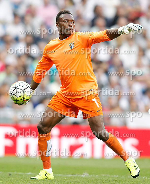 26.09.2015, Estadio Santiago Bernabeu, Madrid, ESP, Primera Division, Real Madrid vs Malaga CF, 6. Runde, im Bild Malaga's Carlos Kameni // during the Spanish Primera Division 6th round match between Real Madrid and Malaga CF at the Estadio Santiago Bernabeu in Madrid, Spain on 2015/09/26. EXPA Pictures &copy; 2015, PhotoCredit: EXPA/ Alterphotos/ Acero<br /> <br /> *****ATTENTION - OUT of ESP, SUI*****
