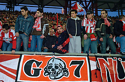 10-03-2005 VOETBAL: UEFA CUP: OLYMPIACOS PIREAUS-NEWCASTLE UNITED: ATHENE van het griekse Olympiacos - De fanatieke aanhang van Olympiacos Gate 7<br /> &copy;2005-WWW.FOTOHOOGENDOORN.NL