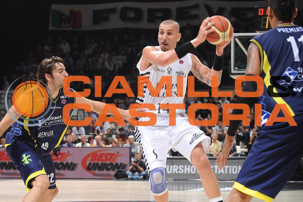 DESCRIZIONE : Bologna Lega A 2009-10 Basket Virtus Bologna Sigma Coatings Montegranaro<br /> GIOCATORE : Michele Maggioli<br /> SQUADRA : Virtus Bologna<br /> EVENTO : Campionato Lega A 2009-2010 <br /> GARA : Virtus Bologna Sigma Coatings Montegranaro<br /> DATA : 11/10/2009<br /> CATEGORIA : penetrazione<br /> SPORT : Pallacanestro <br /> AUTORE : Agenzia Ciamillo-Castoria/M.Marchi