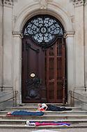 Am 23./24. September sollen Menschen draußenschlafen, vor dem Michel, also der St. Michaeliskirche  Nicht Obdachlose, sondern Unterstützer und jeder, der Lust hat.