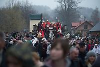 """05 APR 2012, KALWARIA ZEBRZYDOWSKA/POLAND:<br /> Der Pilgerzug mit Darstellern - Jesus und roemische Legionaere - ueberquert die Bruecke Most Na Cedronie. <br /> An der polnischen Wallfahrtsstaette Kalwaria Zebrzydowska kommen in der Karwoche alljaehrlich tausende von Katholiken zusammen, um als Pilger den Andachtsweg """"Pfad des Herrn Jesus"""" zu beschreiten, auf dem als Passionsspiel die Leiden Jesus Christus nachgespielt werden. Die zweitaegige Prozession fuehrt ueber einen mit vielen kleinen Kirchen und Kapellen gesaeumten Kreuzweg. <br /> IMAGE: 20120405-01-150<br /> KEYWORDS: Mysterienspiel, Passionsspiel. Pilgerstaette, Ostern, Osterprozession, Pligerstätte, Pilgerpfad, Glaeubige, Gäubige"""