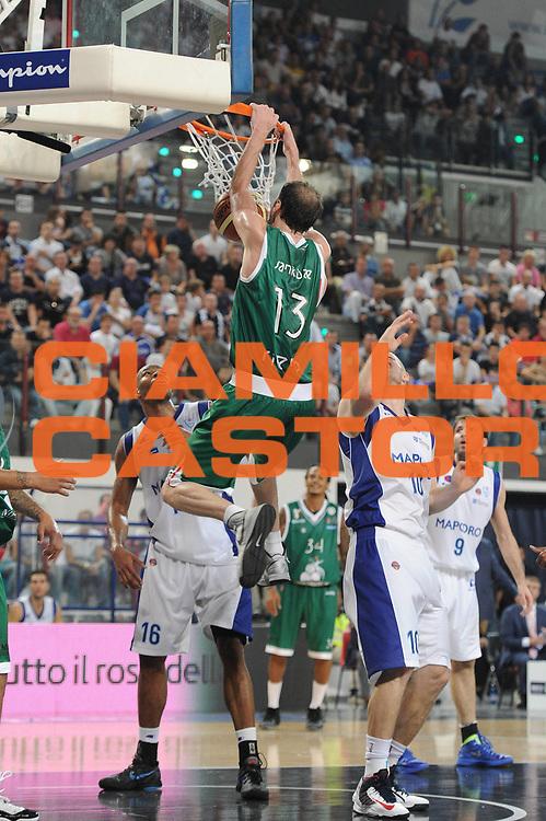 DESCRIZIONE : Rimini Supercoppa Lega A 2012-13 Montepaschi Siena Mapooro Cantu<br /> GIOCATORE : Viktor Sanikidze<br /> CATEGORIA :  schiacciata<br /> SQUADRA : Montepaschi Siena<br /> EVENTO : Campionato Lega A 2012-2013<br /> GARA : Montepaschi Siena Mapooro Cantu'<br /> DATA : 22/09/2012<br /> SPORT : Pallacanestro<br /> AUTORE : Agenzia Ciamillo-Castoria/C.De Massis<br /> Galleria : Lega Basket A 2012-2013<br /> Fotonotizia :  Rimini Supercoppa Lega A 2012-13 Montepaschi Siena Mapooro Cantu' <br /> Predefinita :