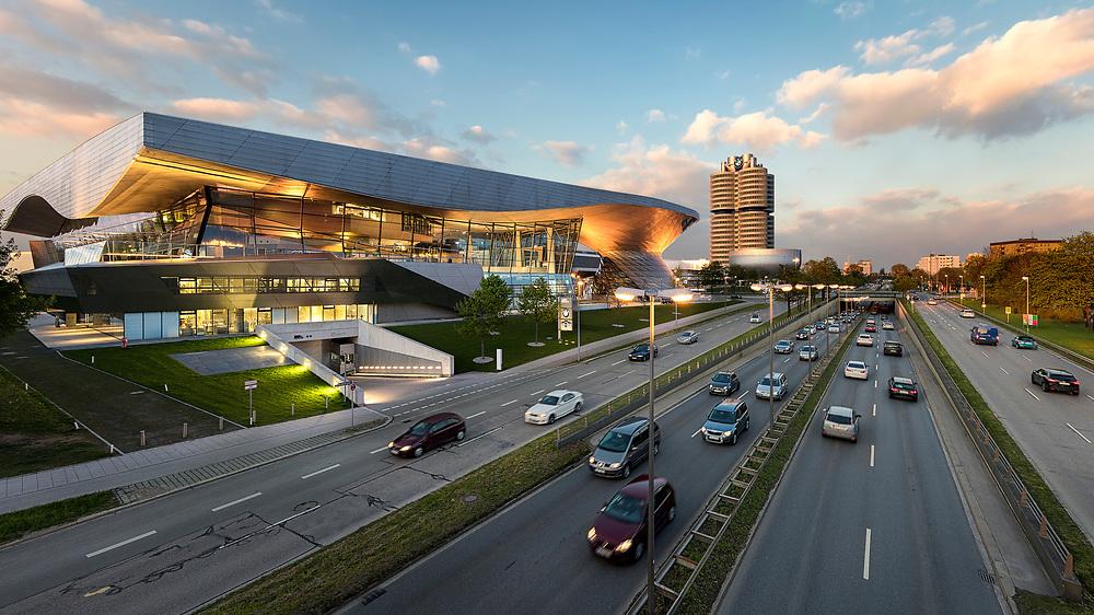 Die BMW Welt in München direkt beim Hauptsitz von BMW und in unmittelbarer Nähe zum Olympiapark.