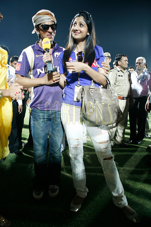 Bollywood actor and owner of Kolkatta Knightriders Shahrukh Khan (L) with Rajasthan Royal owner Shilpa Shetty after  match 12 of the the Indian Premier League ( IPL ) Season 4 between the Rajasthan Royals and the Kolkata Knightriders held at the Sawai Mansingh Stadium, Jaipur, Rajatshan, India on the 15th April 2011..Photo by Money Sharma/BCCI/SPORTZPICS
