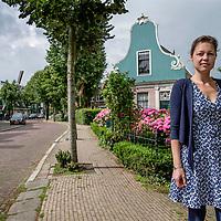 Nederland, Zaandijk, 14 juli 2017.<br /> Sonja Ortmans werd geboren in 1975, ze studeerde Nederlands Recht (1994-2000) en is jurist.<br /> <br /> Zij schreef het boek Recht uit het hart wat uitgegeven werd door Uitgeverij de Zaak  in oktober 2012, daarnaast schrijft Sonja gedichten en scenario's.<br /> <br /> Foto: Jean-Pierre Jans