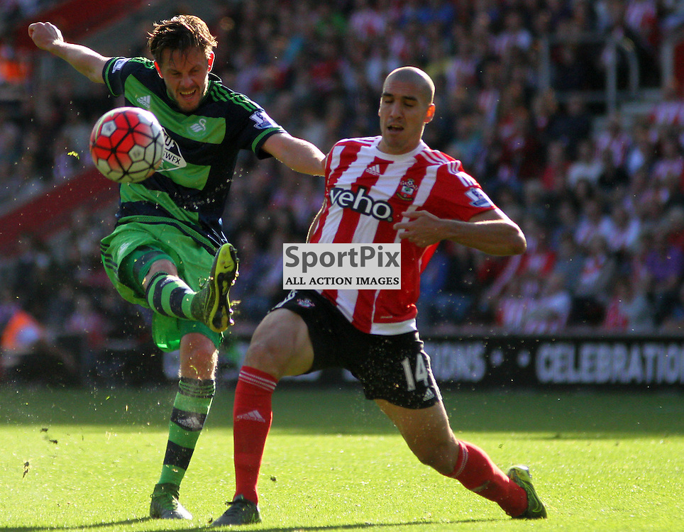 GYlfi Sigurdsson shoots During Southampton vs Swansea on Saturday 26th September 2015.