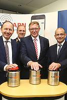 Mannheim. 10.09.15 Mannheim, Ludwigshafen und BASF SE informieren bei Gro&szlig;schadenslagen k&uuml;nftig &uuml;ber gemeinsames Warnsystem KATWARN<br /> <br /> Gemeinsames Warnsystem f&uuml;r weltgr&ouml;&szlig;ten Chemiestandort und angrenzende St&auml;dte<br />  <br /> Mannheim, Ludwigshafen und BASF SE informieren bei Gro&szlig;schadenslagen k&uuml;nftig &uuml;ber KATWARN &ndash; Das Warnsystem benachrichtigt B&uuml;rgerinnen und B&uuml;rger kostenlos per App<br />  <br /> Die St&auml;dte Mannheim und Ludwigshafen sowie der weltgr&ouml;&szlig;te Chemiekonzern BASF SE verwenden k&uuml;nftig das System KATWARN als zus&auml;tzlichen &Uuml;bertragungskanal, um die Menschen bei Gro&szlig;gefahrenlagen zu unterrichten. Mannheims Erster B&uuml;rgermeister und Feuerwehrdezernent Christian Specht, Ludwigshafens Beigeordneter und K&auml;mmerer Dieter Feid sowie Rolf Haselhorst, Leiter der BASF-Werkfeuerwehr, stellten am Donnerstag, 10. September 2015, vor, wie die Zusammenarbeit der drei Partner bei der Verwendung des Warnsystems erfolgt und welche Informationsm&ouml;glichkeiten es in Krisenf&auml;llen mit KATWARN gibt.<br /> - v.l. Christian Specht, Karlheinz Gramm, Ralf Haselhorst, Dieter Feid<br /> Bild: Markus Pro&szlig;witz 10SEP15 / masterpress (Bild ist honorarpflichtig)