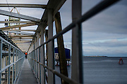Ingeniero Miguel Calvete revisando la mantención de la Planta Pureo, Puerto Montt. Copec, 80 años. Santiago de Chile. 12-06-15, 11:24:50 (©Alvaro de la Fuente/Triple.cl)