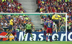 PARIS, FRANCE - WEDNESDAY, MAY 17th, 2006: Arsenal's Sol Campbell rises to score the opening goal with a header against FC Barcelona during the UEFA Champions League Final at the Stade de France. (Pic by David Rawcliffe/Propaganda)