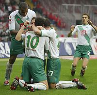 Fotball. 23. oktober 2004, <br /> Bundesliga SV Werder Bremen - 1. FC Nürnberg<br /> Jubel 1:0 Ivan klasnic, v.l. Francis Banecki, Ivan Klasnic, Johan Micoud, Christian Schulz Bremen
