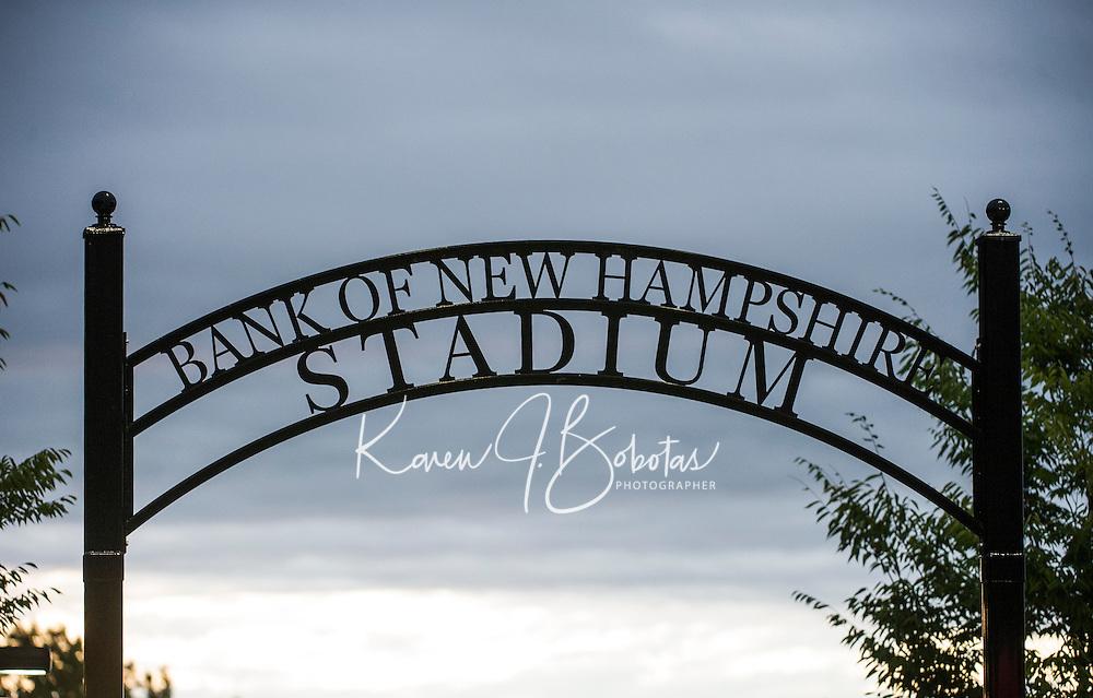 LHS Football v Pembroke.  ©2016 Karen Bobotas Photographer